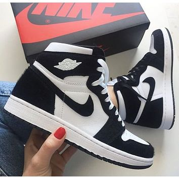 AJ1 Air Jordan 1 Retro Women Men Leisure Sport Running Shoes Sneakers White&Black