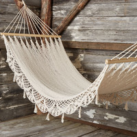 Unwind Outdoors Hammock | Mod Retro Vintage Decor Accessories | ModCloth.com