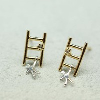 Reach for the STAR pendant earrings in gold