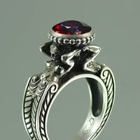 CARYATID Sterling Silver Ring with faceted Garnet