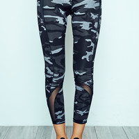 MESH PANEL CAMO ENERGY LEGGING - REDLINE