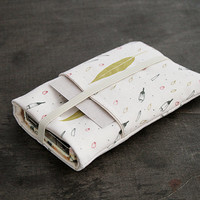 Iphone 5s/5c Case Card Holder - Elastic Band - Exclusive Own Illustrated Fabric Design - Breeze of Leaves