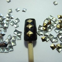 Pack of 270 Nail Art Studs - 4mm - Gold and Silver - Nail Art - Rhinestone - Gems from Y2B