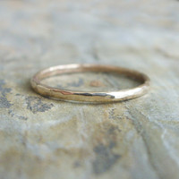 Simple Thin Gold Wedding Band in Choice of Finish - Smooth, Hammered, or Brushed / Matte
