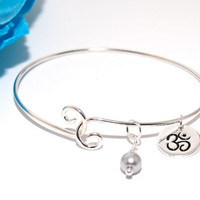 OM Sterling Silver Charm Bracelet with Wire-Wrapped Grey Pearl