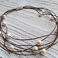 Necklace leather with freshwater pearls