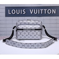 LV Louis Vuitton MEN'S MONOGRAM CANVAS Messenger CROSS BODY BAG