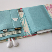 Nerd Herder gadget wallet in Feathered for iPod, Droid, iPhone, camera, earbuds, SD cards, USB, extra batteries, guitar picks,