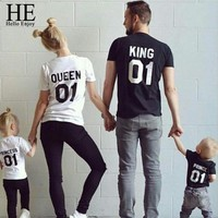 Family Matching Outfits Look Father Son Mother Daughter T-shirt Print King Queen Tops Tees Kids Girl Boys Clothes  KQ0088