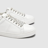 SNEAKERS WITH STRIPED LACES