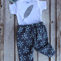 Hipster baby outfit/Triangle Tribal Feather Coming home outfit/newborn outfit/ Stylish Baby Clothes/Take Home Outfit/Leggings/Gender Neutral