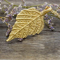 Golden Leaf Drop Curb Chain Necklace