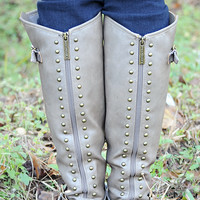 Running Free Boots: Grey/Gold