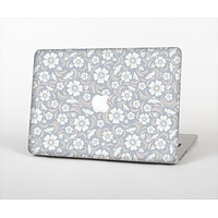 """The Subtle White and Blue Floral Laced V32 Skin Set for the Apple MacBook Pro 15"""""""