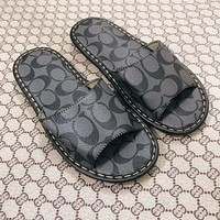 Coach slippers are flat and durable, non-slip and durable for indoor and outdoor wear