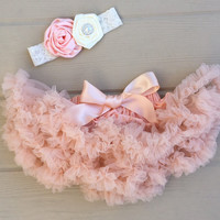 Petti skirt. Baby pettiskirt. Baby girl photo outfit. Newborn petti skirt. Newborn tutu. Newborn baby girl picture outfit. Shower gift.
