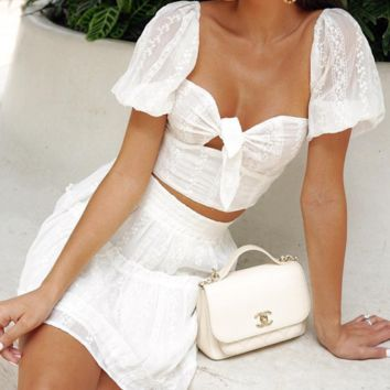 Hot style is a hot seller of hollow-out strapless bubble sleeves wrapped around a midriff dress