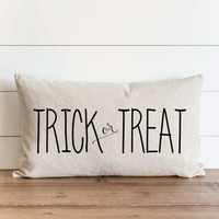 "Halloween ""Trick or Treat"" 16 x 26 Pillow Cover"