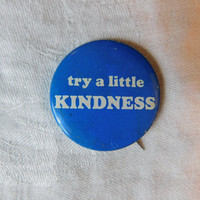 """Vintage Pin Pinback Button That Reads """" Try a Little Kindness"""" Dr28"""