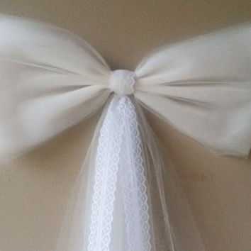 Ivory Pew Bow with Lace, Wedding Pew Bow, Lace Pew Bow, Tulle Pew Bow, Bridal Shower Bow, Stair Door Mailbox Tree Topper Church Decoration