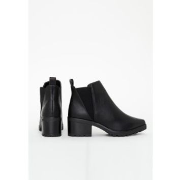 Pointed Toe Chelsea Boots Black - Boots - Chelsea Boots - Missguided