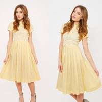 Vintage 50s Yellow SWING Dress PIN UP Style Fit & Flare Dress Pleated Rockabilly Dress Eyelet Lace Day Dress