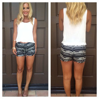 Saw Tooth Print Shorts