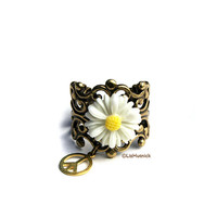 Hippie Chic Daisy Ring. Adjustable. Bohemian Style Flower Ring. Peace Sign