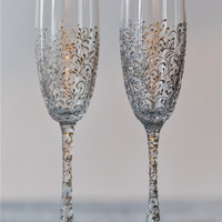 personalized wedding glasses Toasting flutes silvcer Glasses bride and groom Champagne glasses silver Wedding flutes Toasting flutes set of2