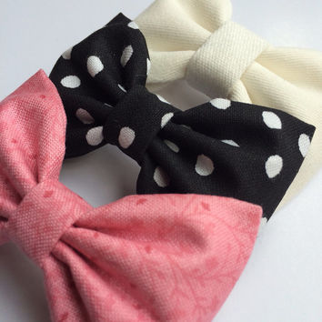 Winter white, black and white dot, and new pink floral hair bow set from Seaside Sparrow. These hair bows make a perfect gift for her.
