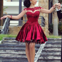 [ 107.88] A-Line/Princess Scoop Neck Knee-Length Charmeuse Prom Dress With Appliques Lace (0185089518)