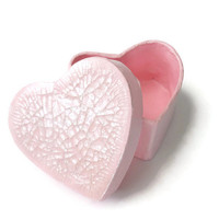 Mini heart box in pale pink with pearl crackle lid, wedding favor box, tiny gift box, small decorative box, heart shaped gift box