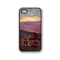 EVERMARKET(TM) Good Vibes Hipster Quote for iPhone 5 5S