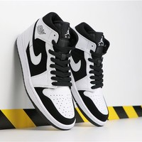 "Air Jordan 1 Retro MID ""Panda"""
