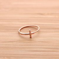 SIDEWAYS CROSS ring with twisted band, in pinkgold   girlsluv.it