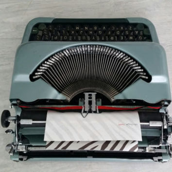 SALE Vintage Imperial The Good Companion IV Typewriter includes hard case - Working - Design - Portable - QWERTY