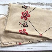 STOREWIDE SALE...Vintage embroidered tablecloth / floral fabric blanket