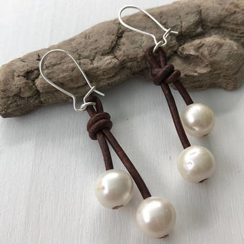 Leather pearl earrings, leather and pearls, gift for her, freshwater pearls, pearls, pearl on leather, pearl earrings, leather earrings