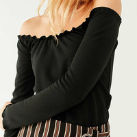 UO Off-The-Shoulder Lettuce-Edge Top | Urban Outfitters